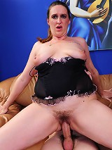 Chunky MILF loves to ride dick!